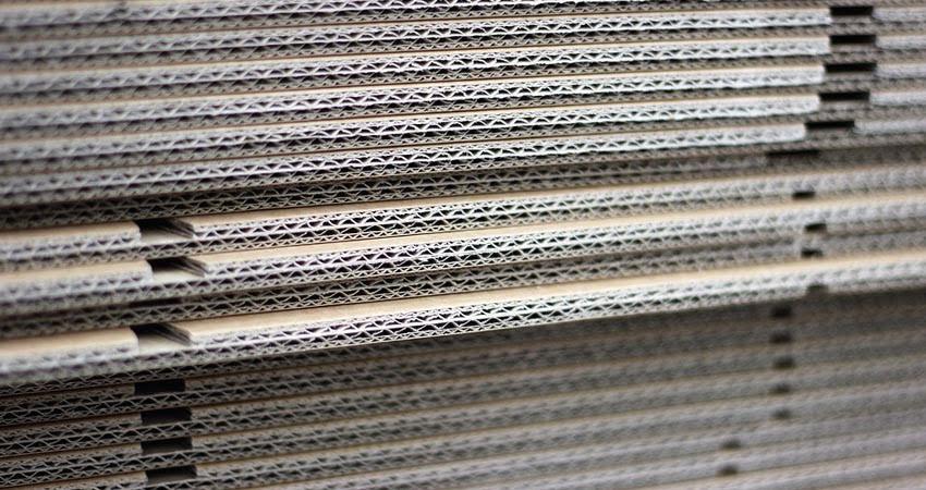 cartone ondulato per imballaggi sovrapposto