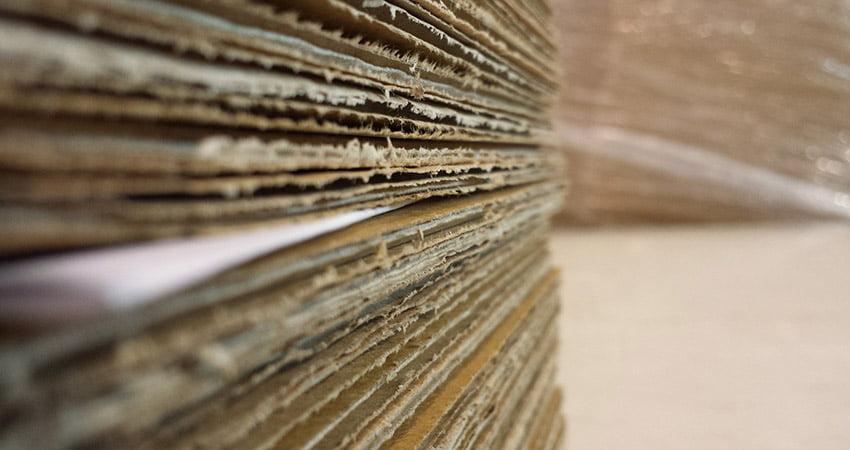 Il cartone accoppiato si dintingue da quello onsulato per la struttura composta da stratificazione di fogli.